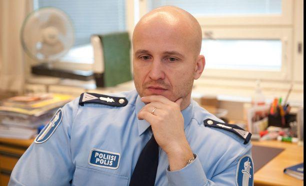 """Marko """"Fobba"""" Forss tekee töitä nykyään eniten Facebookissa. Hänen työnsä alkoi poliisina IRC-Glleriassa."""