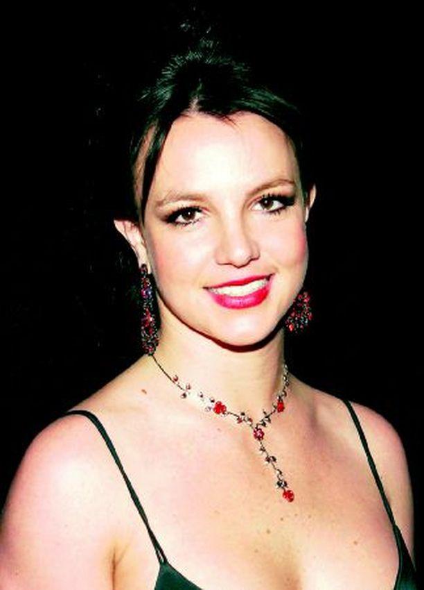 Britneystä leviää netissä kuvia, joissa hänellä on vain kukat rintojensa päällä.