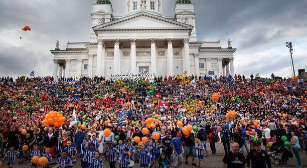 Tässä on todennäköisesti maailman kaikkien aikojen massiivisin joukkuekuva!