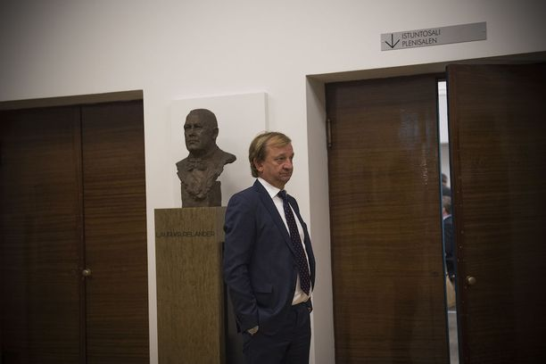 Kansanedustaja ja liikemies Hjallis Harkimo nousi Veikkauksen hallitukseen.