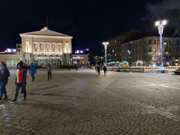 Tampereen keskustassa on vietetty perjantai-iltaa toistaiseksi rauhallisissa merkeissä.