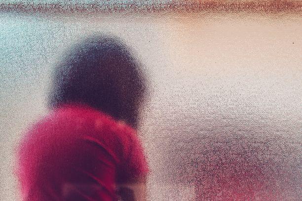 Alaikäisen tytön epäillään joutuneen törkeän seksuaalisen hyväksikäytön ja törkeän raiskauksen uhriksi. Kuvituskuva.