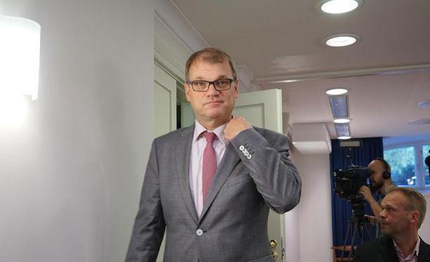 Pääministeri Juha Sipilän (kesk) sukulaiset omistavat kaivoksella työskentelevän yrityksen. Sen vähemmistöosakkaana on puolestaan Sipilän lasten omistama sijoitusyhtiö.