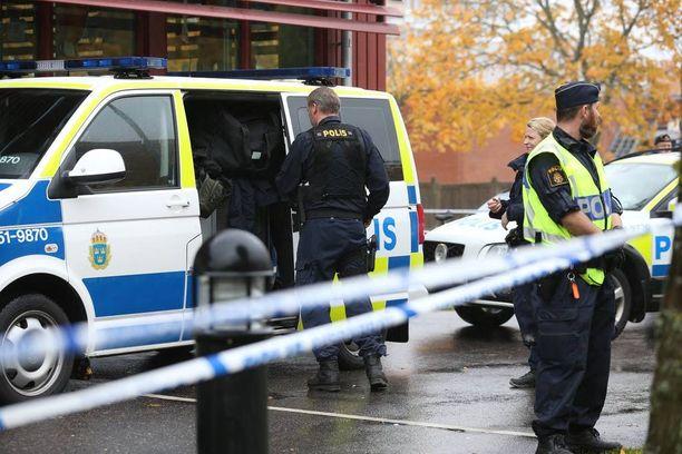 Poliisit ampuivat koulusurmaajaa kahdesti.