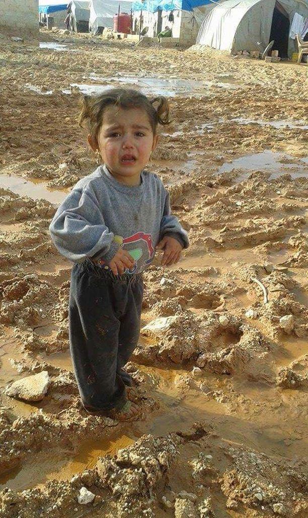 Syyrialaisen liikemiehen Mazen Iltalehdelle lähettämä kuva syyrialaislapsesta Aleppon kaupungin pohjoisosan leiriltä.