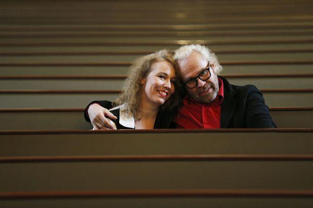 Jussi Parviaisen ja Riina Laurilan rakkaus syttyi tanssiesityksen harjoituksissa Paavalinkirkolla. - Pidättelimme aluksi tunteita. Halusimme keskittyä täysin esitykseen, pari kertoo.