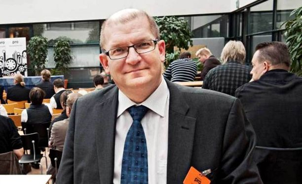 Metalliliitto hyväksyy alustavasti yhteiskuntasopimuksen, kertoo puheenjohtaja Riku Aalto.