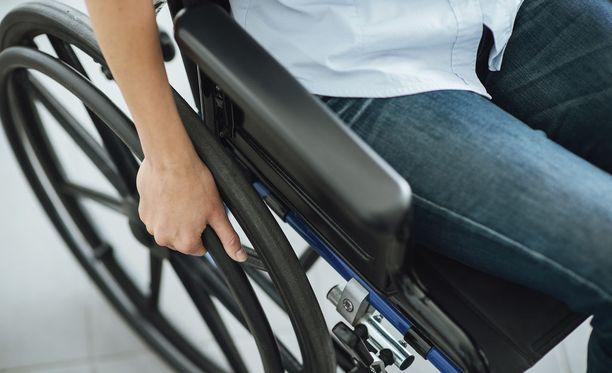Google haluaa helpottaa pyörätuolilla liikkumista kaupungeissa.