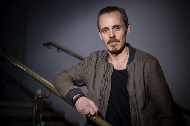 Jasper Pääkkönen tunnetaan näyttelijänä ja Löyly-nimisen sauna- ja ravintolakompleksin yrittäjänä.