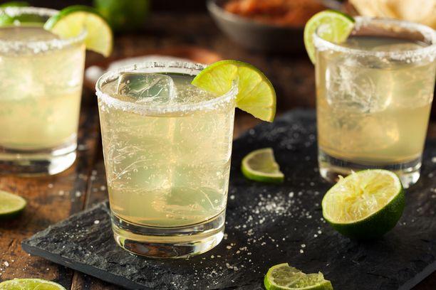 Margaritan hapokkuus leikkaa tacojen rasvaisuutta.
