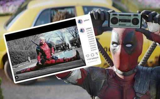 Tosielämän Deadpool: Ryan Reynolds toteutti pahoista palovammoista kärsineen pojan unelman