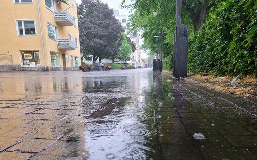 Valtavat sateet pieksevät nyt Suomessa: Kotkassa satanut jo yli 44 milliä vettä, tulvat mahdollisia