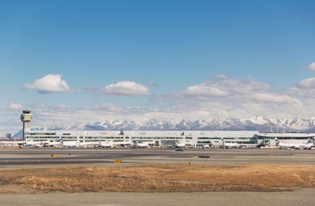 Pitkäaikaisen senaattorin mukaan nimetty Ted Stevens Anchorage International Airport kuvattuna keväällä 2014.