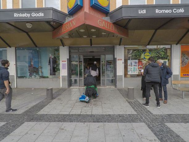 Monet Rinkebyn asukkaat eivät halunneet puhua toimittajalle.
