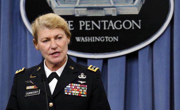 Ann E. Dunwoody on ensimmäinen naispuolinen neljän tähden kenraali Yhdysvalloissa.