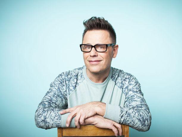 Teuvo Loman tunnetaan tv-uransa lisäksi kampaajana, mallina ja laulajana.