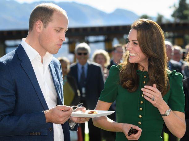 Myös prinssi William maistoi simpukkaa.
