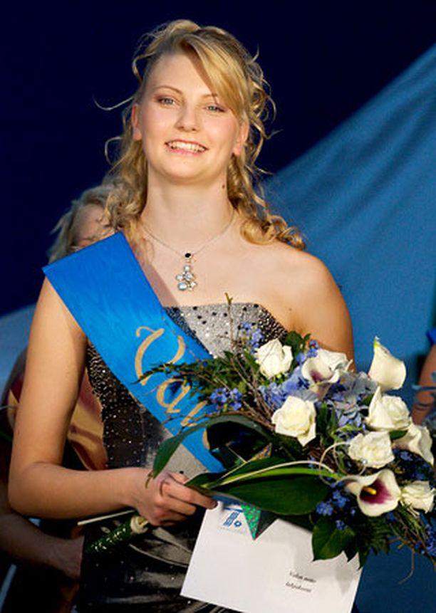 Edelliseksi Valon neidoksi valittiin Anna-Sofia Kivi.