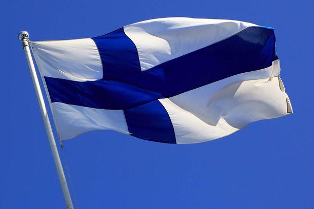 Suomen juhlavuoden kunniaksi itsenäisyyspäivänä voi tänä vuonna poikkeuksellisesti liputtaa jo itsenäisyyspäivän aatosta kello 18.00 alkaen.
