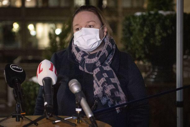 Marinin (sd) hallituksen koronaministeri Krista Kiuru (sd) on huolissaan koronavirusmuunnosten rantautumisesta Suomeen.