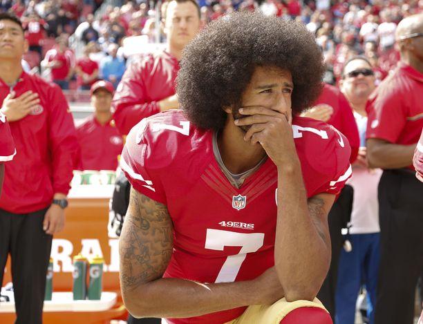 Colin Kaepernick halusi kiinnittää amerikkalaisten huomion poliisiväkivaltaan.