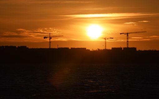 Aurinko nousee koronasta huolimatta - katso upea video Helsingistä