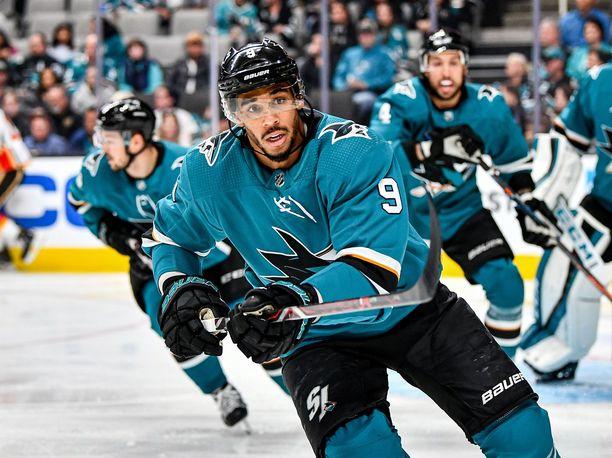 San Jose Sharksin tähtihyökkääjä Evander Kanen vedonlyöntipuuhat joutuvat NHL:n syyniin.