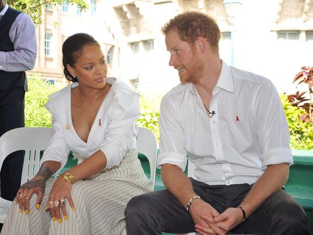 ...ja kulkee mukana kaikkialla. Kuvassa prinssi tapasi Rihannan.