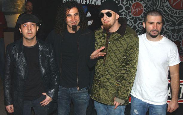 System of a Down on julkaissut viisi studioalbumia, ja yhtyeen albumeita on myyty yli 20 miljoonaa kappaletta.