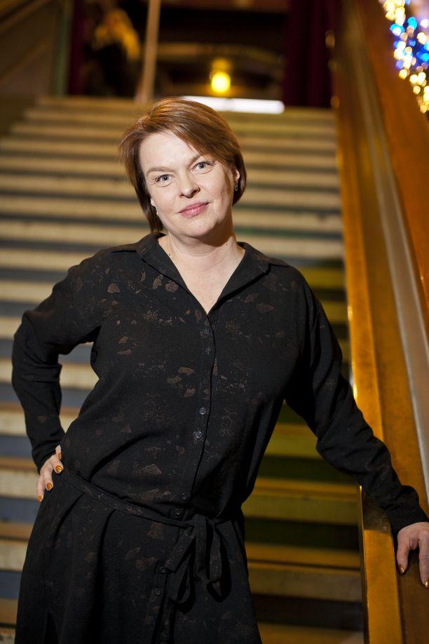 Elina Knihtilä on tunnettu suomalainen näyttelijä. Putouksessa hän oli mukana vain yhden tuotantokauden.