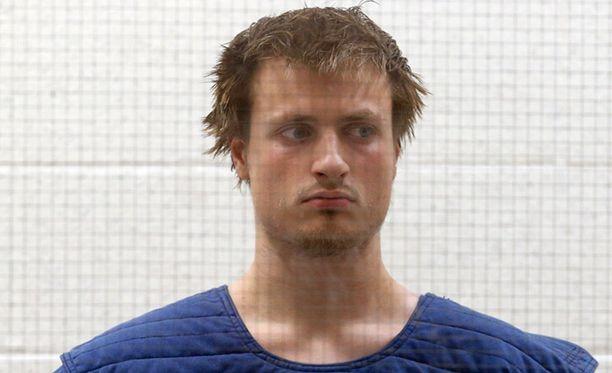 James Wesley Howell sai syytteet mm. räjähdeaineiden, rynnäkköaseen ja ammuksien hallussapidosta moottoritiellä.
