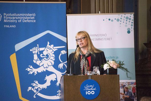 Työryhmän puheenjohtaja Hanna Nordström esitteli tänään tiedustelulain uudistusesityksiä.