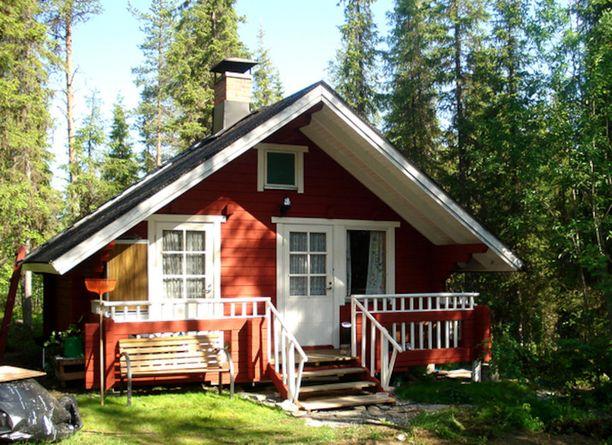 Pohjoista luontoa ja rauhaa kaipaavalle on tarjolla hyväkuntoinen, vuonna 1990 rakennettu mökki Kittilän Alakylässä, Tainionjoen rannalla. Jos haaveissasi on kalastus, marjastus sekä metsästys, voi tämä olla sinulle sopiva kesäkohde. 25 neliön mökin hintapyyntö on 34 700 euroa.