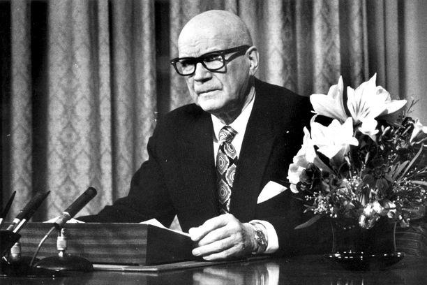 Presidentiksi päästyään 1956 Urho Kekkonen auttoi vanhaa ystäväänsä Aaro Pakaslahtea.