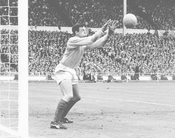 Gordon Banks torjui Englannille maailmanmestaruuden kesällä 1966.