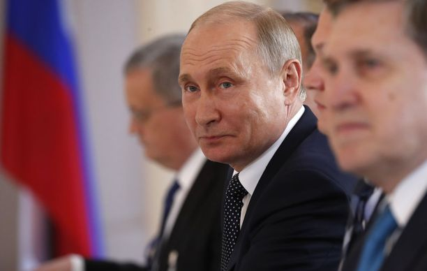 Vladimir Putin oli huipputapaamisessa hyvällä tuulella. Lounaalla kivikasvoinen presidentti jopa hymyili.