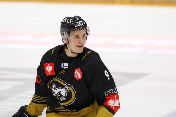 Jesse Puljujärvi kartutti tehopistesaldoaan heti Bern-ottelun alussa.