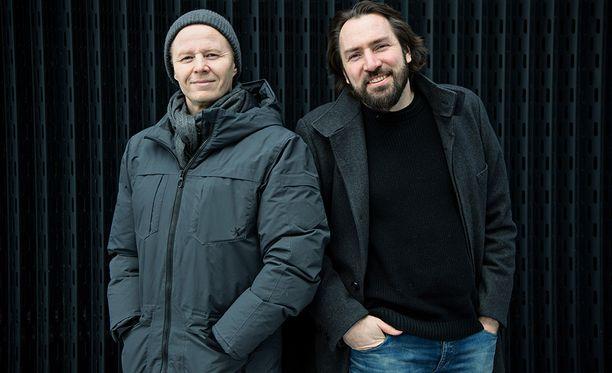 Mikki Kauste ja Knipi muistavat vieläkin Egotripin ensimmäisen keikan Helsingin Kulosaaren kasinolla vuonna 1993. –Se keikka meni ihan yllättävän hyvin, ja sillä samalla matkalla ollaan edelleen, Mikki Kauste muotoilee bändin ensimmäistä esiintymistä.