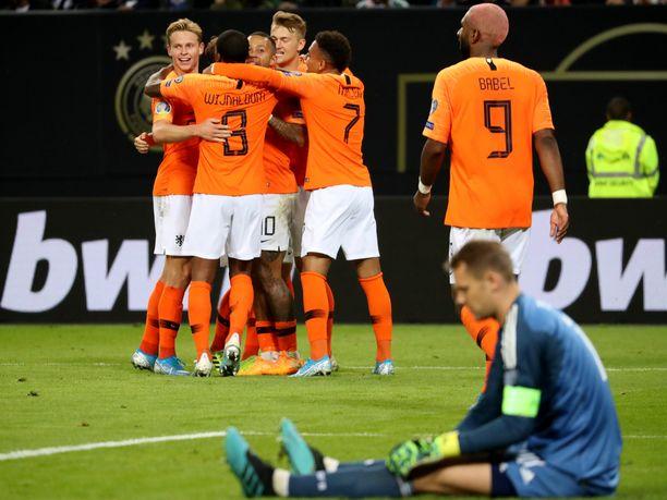 Hollanti ohitti Saksan maalivahdin Manuel Neuerin perjantaina neljä kertaa.