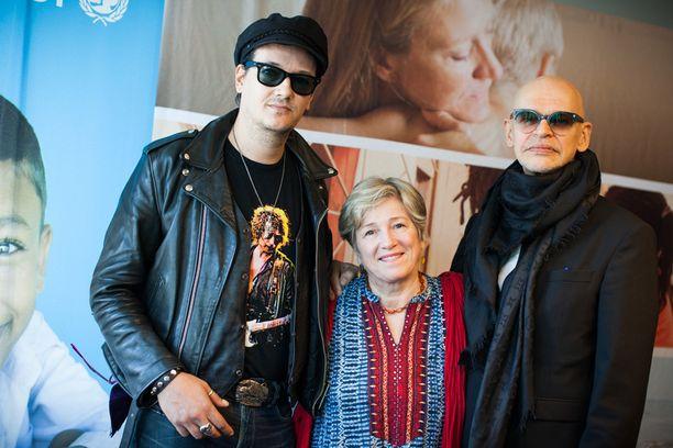 Äidin toive -dokumenttielokuva ja YK:n lastenjärjestö Unicef aloittavat kansainvälisen yhteistyön, jonka tavoitteena on lisätä tietoisuutta lapsen oikeuksista maailmanlaajuisesti. Unicefin hyvän tahdon lähettiläät Jyrki Linnankivi (Jyrki 69), Eija Ahvo ja Jorma Uotinen totesivat, ettei vuoden väkevimmästä elokuvaelämyksestä selviä ilman nenäliinaa.