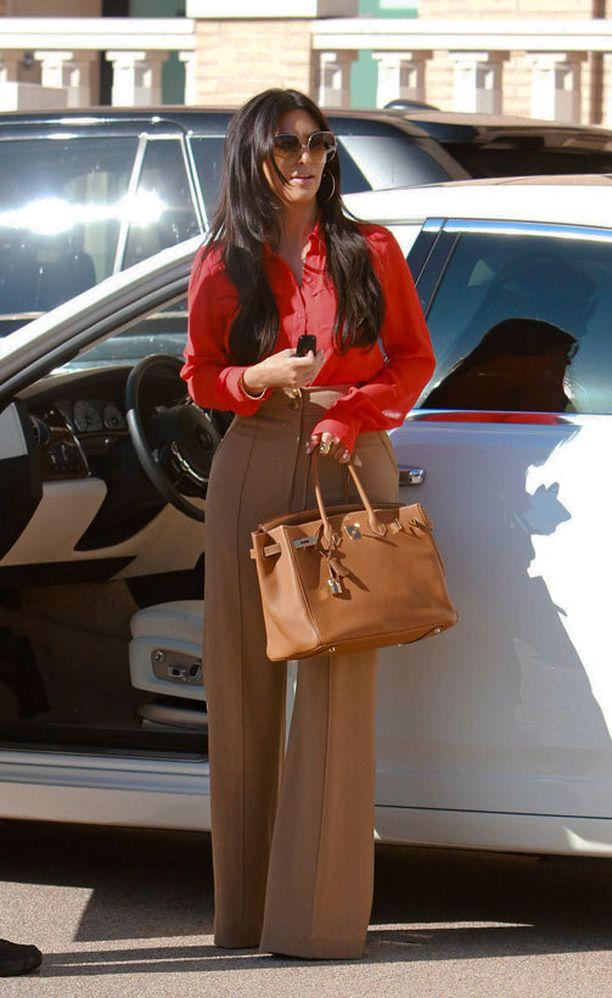 Kimillä on Birkin-laukkuja useissa väreissä.