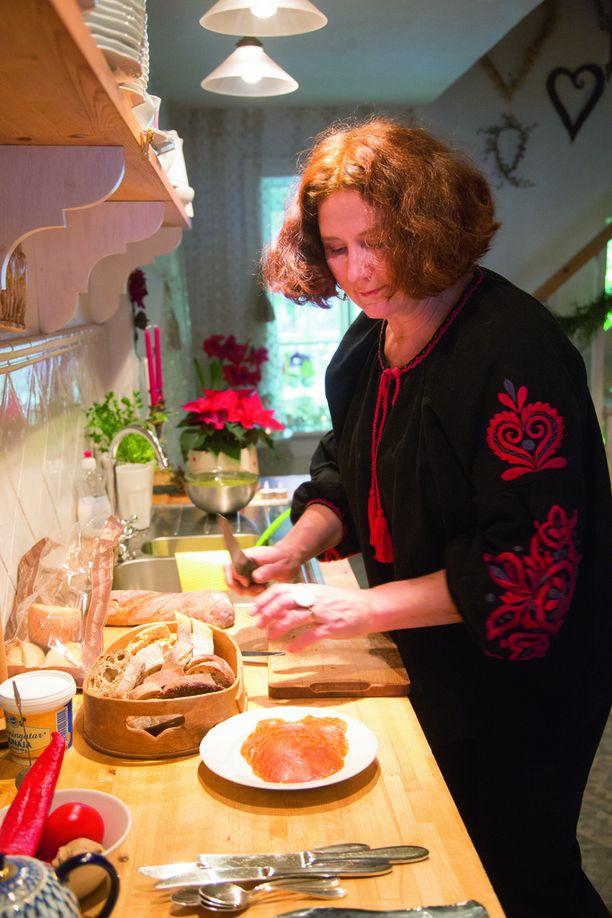 Joulutapahtumassa Olga ja Markku pitävät kahvilaa ja sisustuspuotia.