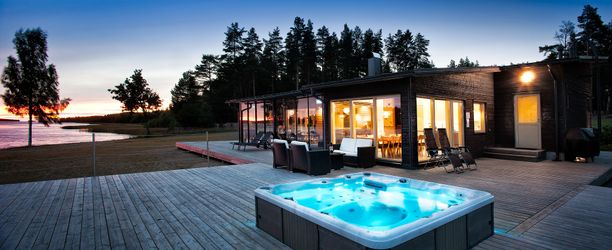 Glasbruket resortin mökeissä on helppo nauttia merimaisemasta.
