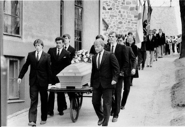 Olli Kanervisto haudattiin 19. huhtikuuta 1984.