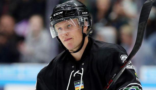 Patrik Laine poistui keskiviikkona Winnipegistä ja on matkalla Columbukseen.