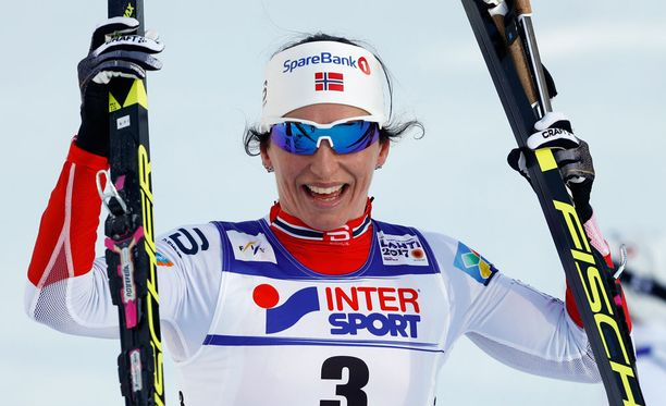 Marit Björgen takoo rahaa hiihtoladuilla.