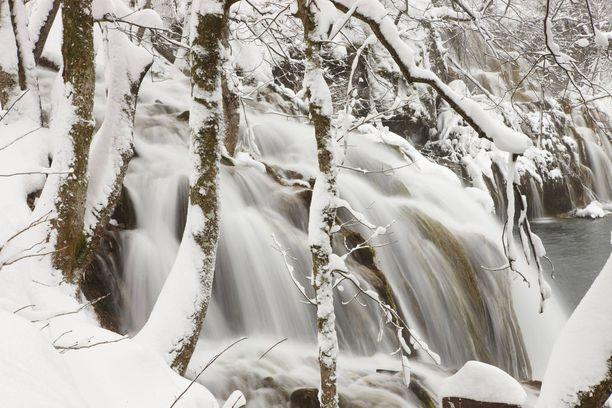 Vesimassat ryöppyävät talvellakin. Tarvitaan todella ankaria pakkasia, että ne jäätyvät.