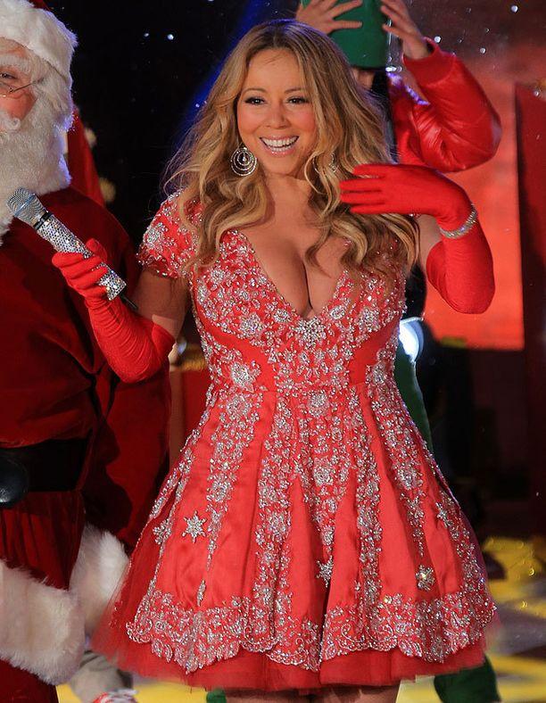 Mariah Carey antoi kuulijoilleen myös silmänruokaa.