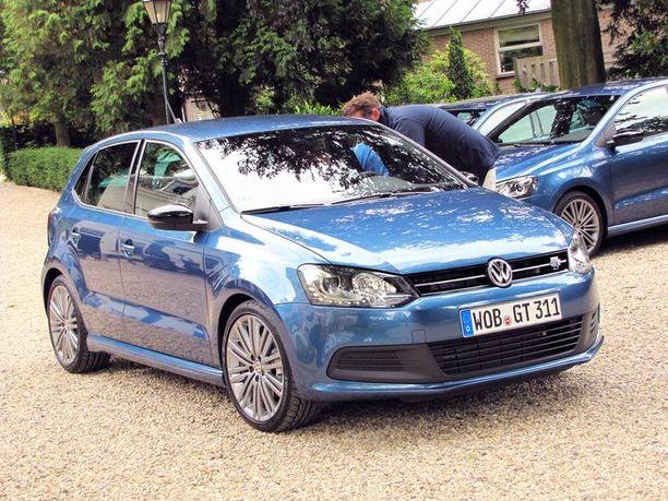 """Automme """"silkkinen"""" sininen on yksi neljästä Polo BlueGT:n väristä. Tarjolla on myös musta, valkea ja hopea. Polo on vähän yli nelimetrinen auto. Suomeen se tulee vain 5-ovisena."""