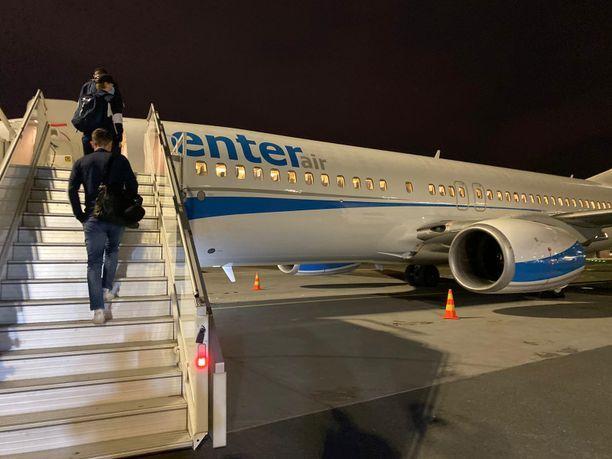 Tällä koneella Nuoret Leijonat lensi Edmontoniin.